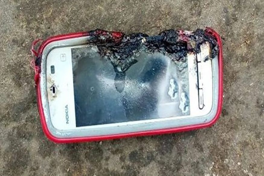 Φρικτός θάνατος για 18χρονη - Την σκότωσε το κινητό της το οποίο εξερράγη ενώ μιλούσε