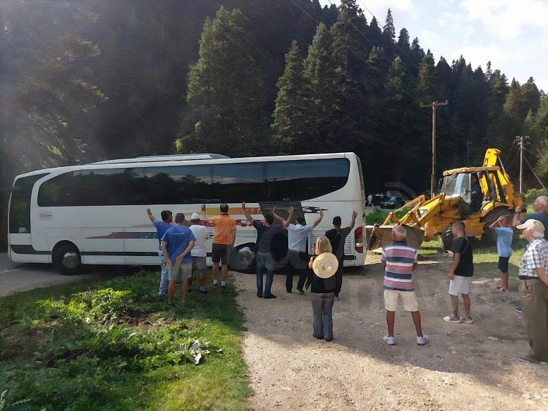 Πριν  λίγο - Επιχείρηση απεγκλωβισμού λεωφορείου στον Ασπροπόταμο