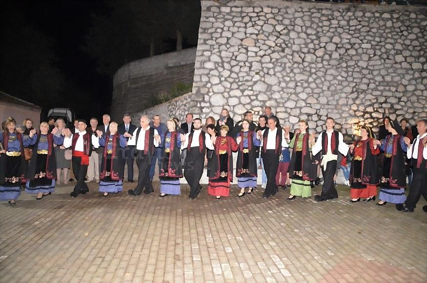 Εορτάζει ο Ιερός Ναός του Αγίου Μηνά στην Κρύα Βρύση – Χόρεψαν τα χορευτικά μετά τον Πανηγυρικό Εσπερινό