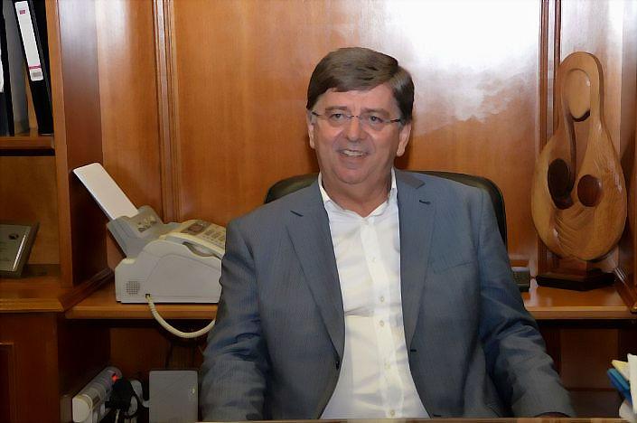 Χρήστος Σινάνης: Σύμβουλος του Αλέκου μοίραζε το ψευδές άρθρο έξω από σχολείο την ημέρα των εκλογών