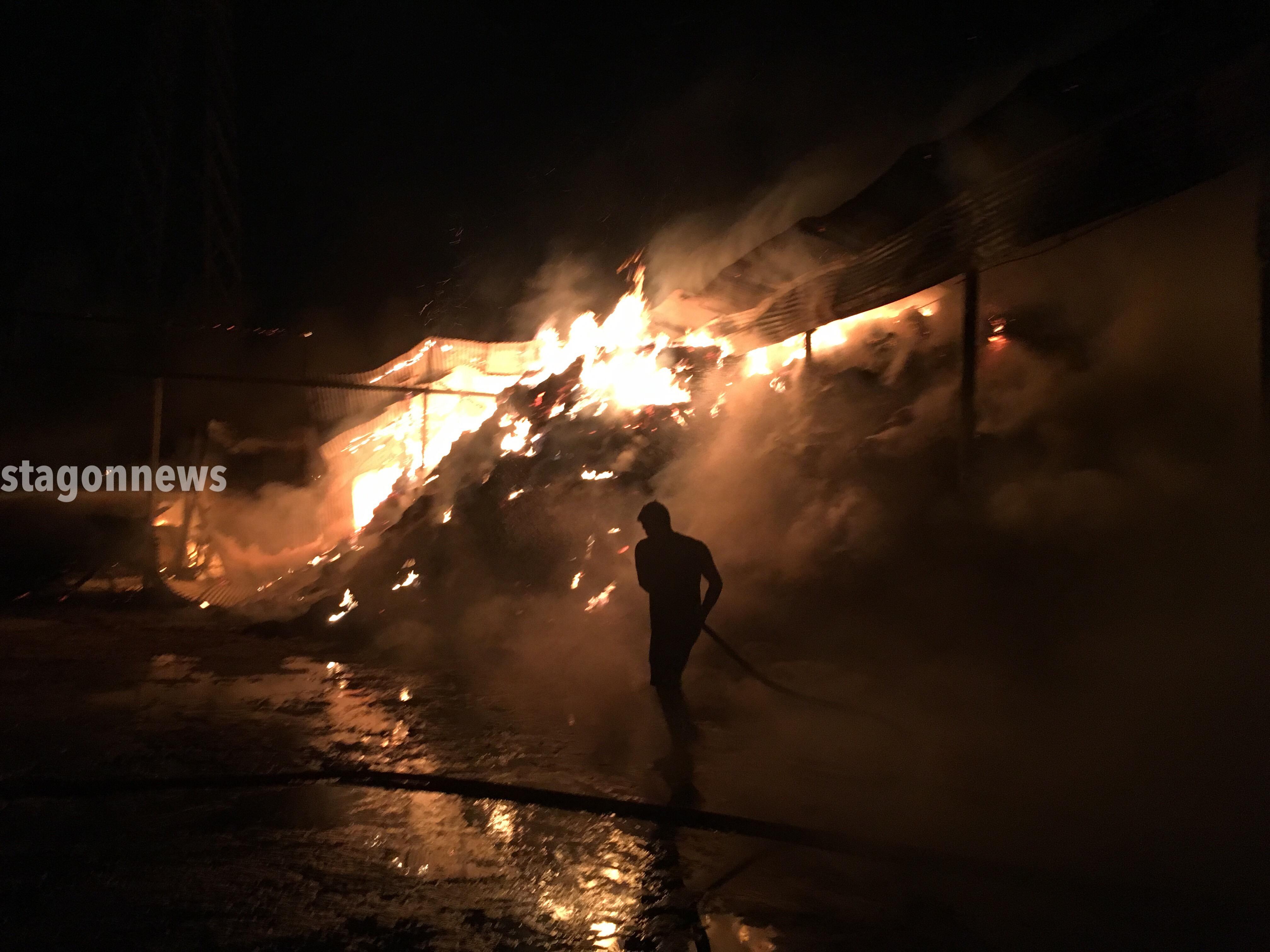 Μεγάλη φωτιά σε σταβλικές εγκαταστάσεις στην Καλαμπάκα