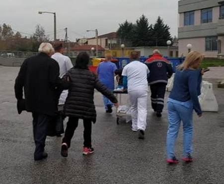 Έκτακτο περιστατικό έξω από το Νοσοκομείο Τρικάλων – άμεση κινητοποίηση γιατρών και νοσηλευτών