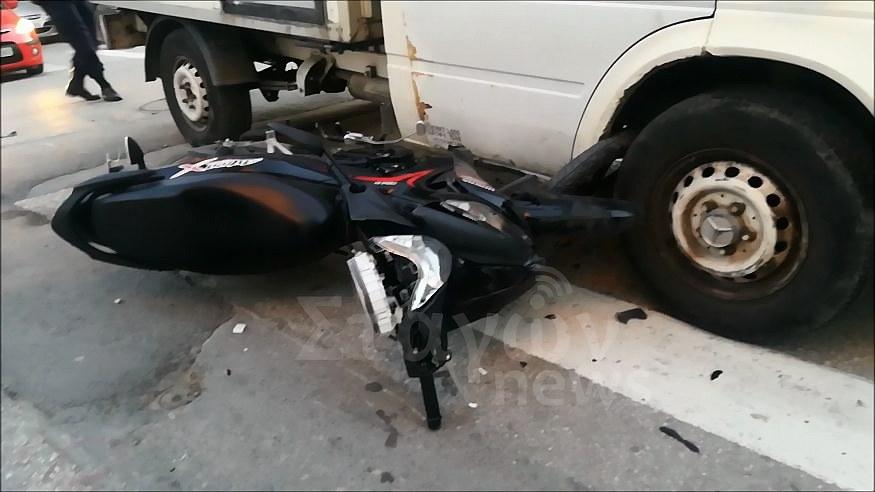 Πριν από λίγο στο κέντρο της Καλαμπάκας - Φορτηγό παρέσυρε δικυκλιστή